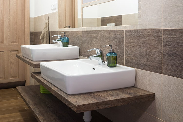 Six types of tiles suitable for bathroom decoration - travertine tiles